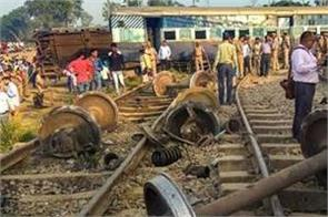 train collision in pakistan s karachi leaves 3 dead several injured