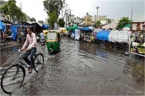 monsoon reached gujarat heavy heat in delhi