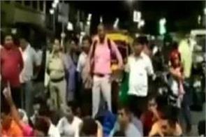 bjp yuva morcha recite hanuman chalisa in road