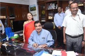 plans to plant 125 crore trees build 40 km road everyday nitin gadkari