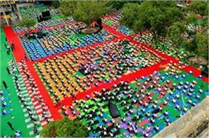 thousands of people took part in sector 17 on international yoga day