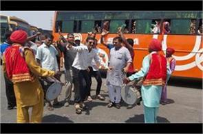 yatris for amarnath leave for jammu from lakhanpur