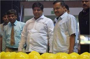 safety kit will be given to sewer cleaning workers kejriwal