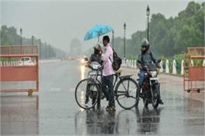 light rain in delhi