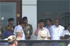 karnataka crisis dk shivakumar arrived in mumbai to meet mla