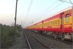 mumbai gorakhpur antyodaya express derailed