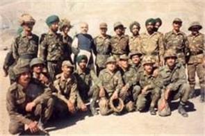 pm modi shared photos of kargil tour during the war