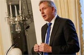 uk s top envoy in us says trump executive  inept  report