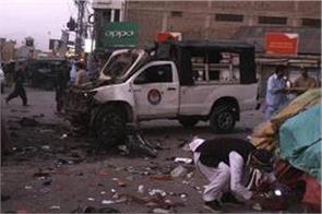 5 killed 38 injured in blast targeting police vehicle in pakistan