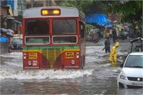 due to rain mumbai has 52 flights canceled