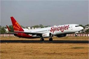 kolkata spicejet technician dies due to trapping in aircraft landing gear door