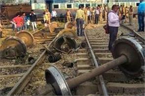 11 killed 60 injured in pakistan train collision
