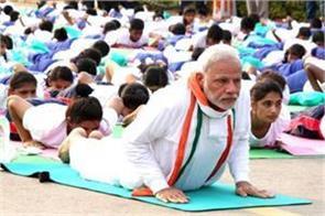 pm modi overtakes akshay kumar and baba ramdev in fitness matter