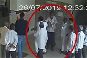bjp leader thrashes doctor in wankaner civil hospital