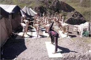 itbp jawan perform jawan yoga on baltal route