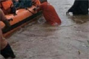 heavy rain mumbai airport flights divert orange alert
