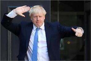 boris johnson moves into downing street with girlfriend