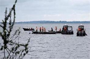 6 killed in boat sinking in pakistan many missing