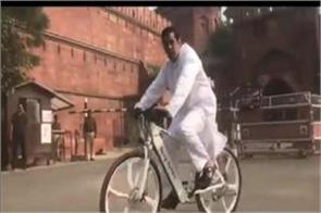 salman khan cycling in front of red fort