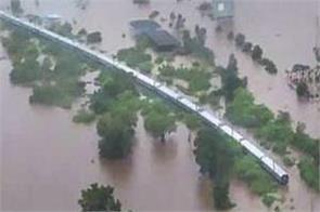 700 passengers rescued from mahalaxmi express