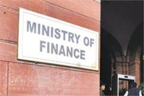 sibbal raise issue of ban on journalists in finance ministry