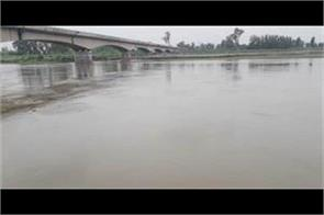 yamuna water level exceeded due to raining
