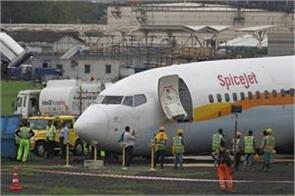 dgca s action licenses for two pilots of spicejet suspended for one year