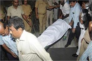 big accident in kolkata metro elderly passenger hand held in door death