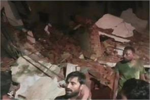 gujrat three storey building collapsed in pragati nagar of kheda