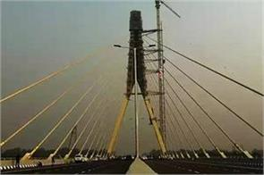 delhi will be able to see from the signature bridge from next month