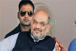 ravi shankar and smriti irani will sit with shah