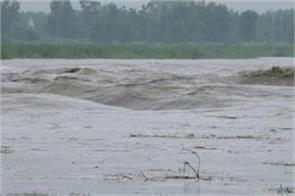 yamuna flood live news water lodged in villages of indri