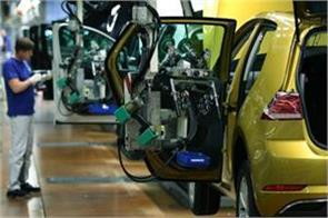auto sector down 3 5 lakh jobs lost in 4 months