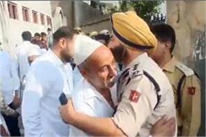 policemen hugged namazis
