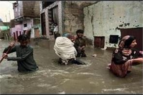 rains batter pakistan 160 dead in july