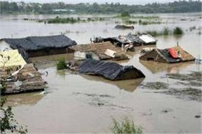 yamuna floods pregnant woman had to spend all night on tree