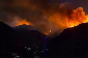 wildfire forces 5 000 to evacuate in spain s canary islands
