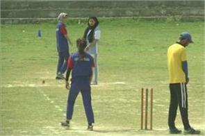 kashmiri girls enjoyed criclet in valley