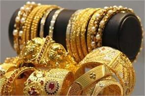 gold down 165 rupees on weak global cues