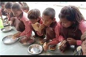 video of giving salt roti to children in mid day meal goes viral