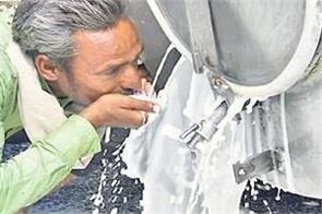 milk tanker fell on the road