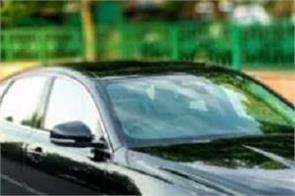 luxury car robbed at gunpoint in south delhi