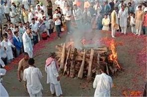 the funeral of the departed snehlata will be held in tejakheda