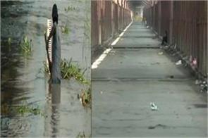 yamuna river water level starts rail traffic starts on old iron bridge