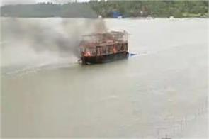 houseboat caught fire in goa all passengers safe