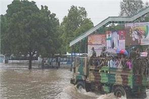 heavy rains continue in gujarat flood alert in vadodara again