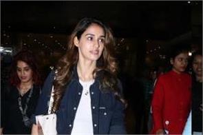 disha patani hina khan at mumbai airport see pictures