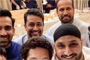 indian cricketer on mukesh ambani home on ganesh chaturthi festival
