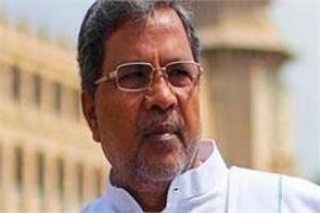 siddaramaiah slaps his aide outside mysuru airport