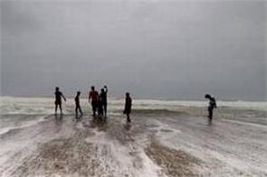 cyclone hikk moving towards gujarat